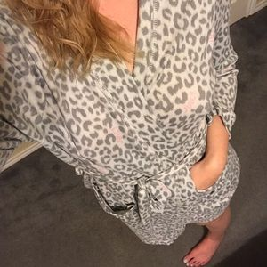 Juicy Couture gray pink soft short light robe M
